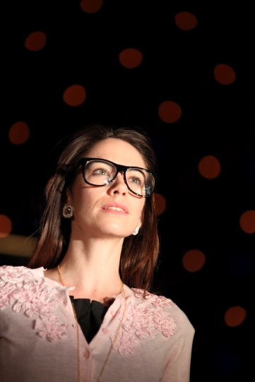 Production of Jessica (Caroline Martin) in glasses.
