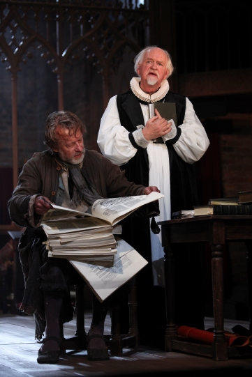 Stephen Boxer as William Tyndale and Oliver Ford Davies as Lancelot Andrewes in Written on the Heart.