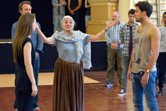 The company of Henry V in rehearsal