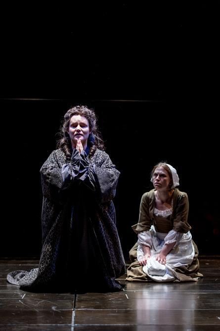 Emma Cunniffe as Queen Anne and Beth Park as Abigail Hill in Queen Anne