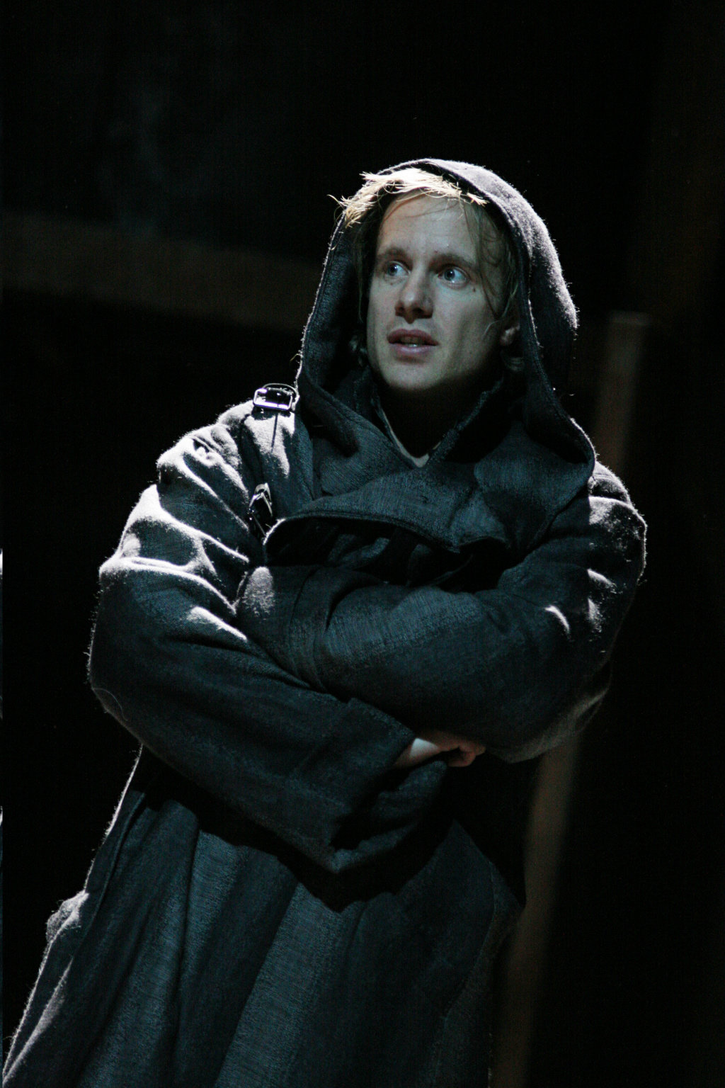 Henry in disguise, dressed in a dark cloak wrapped round him and hiding his hair, in the 2007 production of Henry V