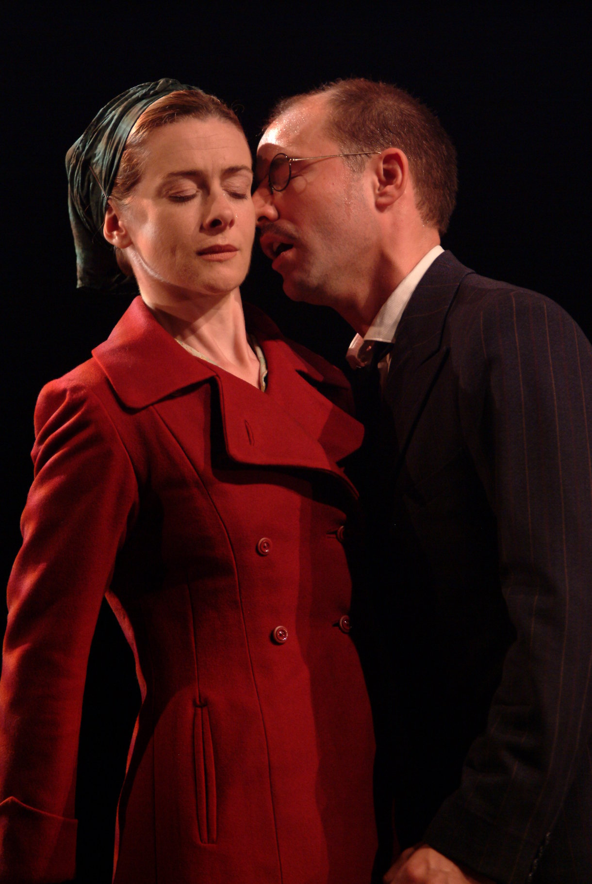 Measure for Measure_ 2003_ Isabella and Angelo_2003_Photo by Peter Coombs _c_ RSC_279022