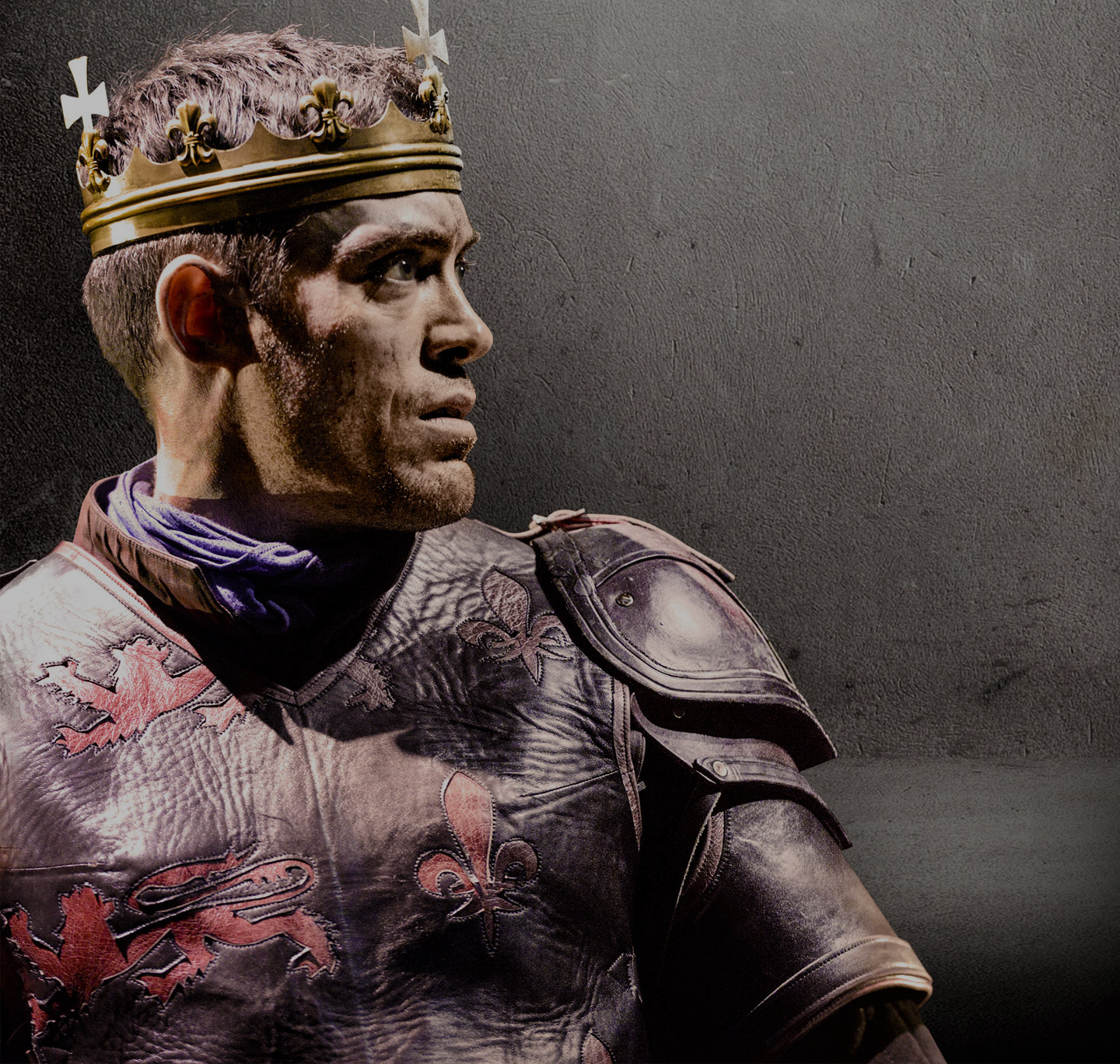 Alex Hassell playing the titular role in Henry V wearing crown
